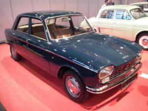 Deze Peugeot 204 was één van de imported classics in Bremen. Foto: Hans de Mooij
