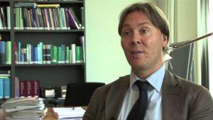 De advocaat van Stichting Autobelangen- Mr.Tom Barkhuysen- drong bij de Haagse rechtbank aan op een herhaalde behandeling van de zaak van Ko van Tuyl. Foto: Autobelangen