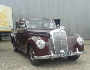 Eén van de sterren op Star Cars & Coffee: Een fabuleus mooie Mercedes 220 uit 1952. Foto: Erik van Putten