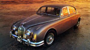 De prachtige sportsaloon van Jaguar- de Mark II- ontbreekt niet in Lelystad. Het was een belangrijke auto in de 80-jarige historie van het merk uit Coventry. Foto: Jaguar-Landrover