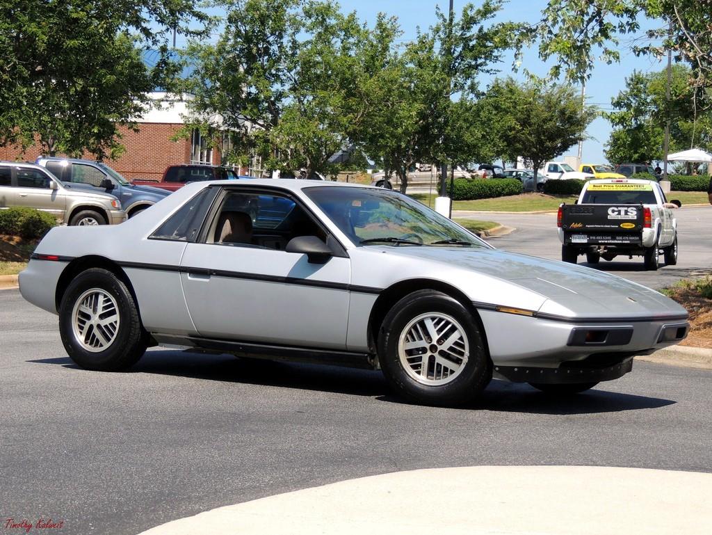Pontiac Fiero, erg geliefd bij kitcar bouwers. Je maakt er namelijk zomaar een 'Ferrari' of 'Lamborghini' van…