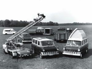 De Transit onderscheidde zich vanaf de introductie door diversiteit en een lage aanschafprijs. Afbeelding: Ford.