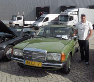 Aanstaande donderdag staan Bart Kouwenhoven en zijn Mercedes Benz 240 D centraal in de Groninger rechtbank. Zij zijn hoofdrolspelers in het vijfde proefproces van de Stichting Autobelangen. Foto: Erik van Putten
