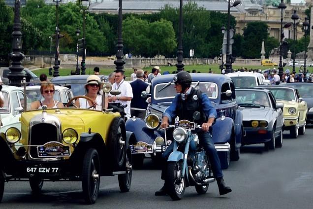 La traversée de Paris is een filmkomedie uit 1956, geregisseerd door Claude Autant-Lara. De zwart-witfilm was een Frans-Italiaanse coproductie. Maar het fenomeen is bekender geworden door de gelijknamige rit met klassieke voertuigen door de Franse hoofdstad.