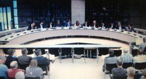 De vergadering in de Thorbeckezaal in Den Haag is in volle gang. De meeste oppositieleden pleitten voor een overgangsregeling op Diesel en LPG.