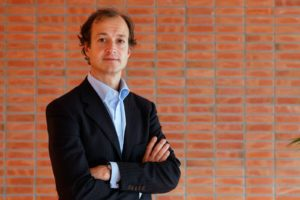 Staatssecretaris Eric Wiebes van Financiën is onder de indruk van de cijfers van Autobelangen in relatie tot de tegenvallende MRB-opbrengsten. Afbeelding: RIjksoverheid