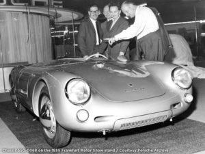 Chassisnummer 550-0068 tijdens zijn aanwezigheid op de IAA 1955 in Frankfurt. Dit exemplaar gaat op 3 februari in Parijs onder de hamer. Foto: RM Sotheby's/Porsche Courtesy