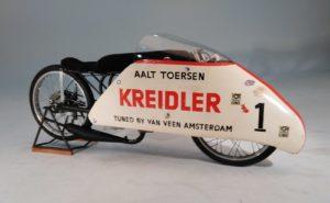 Opnieuw onthuld in Houten: De Kreidler van Veen Sprinter, waar Aalt Toersen op 5 oktober 1968 drie wereldrecords mee vergaarde.
