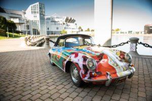 Ook de psychedelisch beschilderde Porsche 356 C Cabriolet van Janis Joplin werd door RM Sotheby;s geveild. Afbeelding: RM Sotheby's, foto gemaakt door Darin Schnabel, 2015