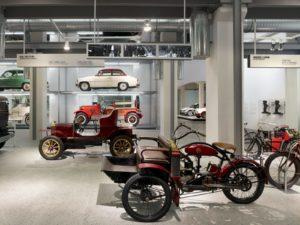 Binnen het Skoda Museum in Mlada Boleslav zijn diverse fabrikaten uit de vroege productiejaren van het Tsjechische merk tentoongesteld. Afbeelding: Skoda