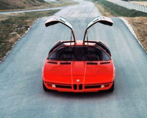 Eén van de iconen uit de jaren zeventig. En geliefd binnen veel generaties. De BMW M1 maakt zijn opwachting in Bremen. Copyright: BMW AG