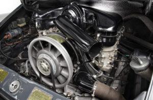 De luchtgekoelde Boxermotor bleef tot in 1998 in het achtersteven van de Porsche 911. Afbeelding: Porsche