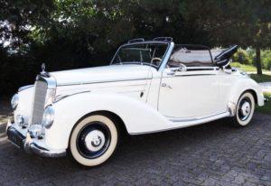 Deze prachtige Mercedes cabriolet uit 1952 ging in Maastricht onder de hamer. Hij leverde €144.271,-- op. Afbeelding: Coys