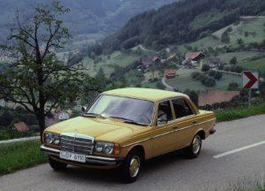 Eigenlijk stamt hij uit 1975, maar in 1976 beleefde hij zijn persintroductie: de W123. Nog altijd is het de bestverkochte Mercedes uit de historie. Afbeelding: Daimler AG