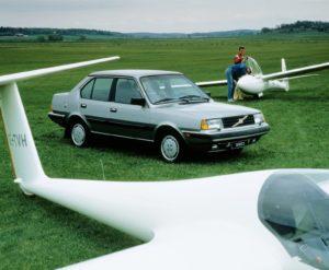 Een topversie. De 360 GLT -hier in sedantrim- koppelde luxe aan prestaties en had de beschikking over de fijne B200 motor. Afbeelding: Volvo
