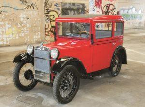 De eerste BMW 3/15 DA 2 werd in Berlin-Johannisthal gebouwd. Dit fotomodel poseert in de voormalige Berlijnse fabriek. Copyright: BMW AG/Eventpress