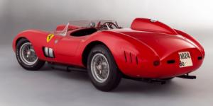 Voor een astronomisch bedrag van €32.075.200 inclusief 16% veilingkosten werd deze Ferrari 335 Spider Scaglietti op 5 februari in Parijs geveild. Nooit eerder werd een dergelijk bedrag voor een auto op een veiling betaald. Afbeelding: Artcurial.