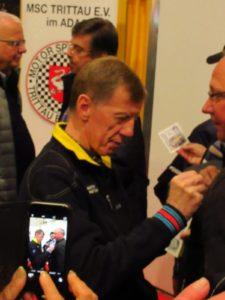 Nog zeer geliefd in zijn thuisland. Rally legende Walter Röhrl deelt handtekeningen uit. En wij hadden de eer om hem na de sessie te spreken. Afbeelding: Erik van Putten