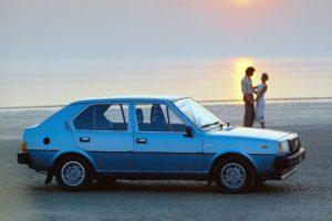 """De vijfdeurs versie kwam in 1979 op de markt en maakte het leveringsprogramma van de """"300-serie"""" weer gevarieerder. Afbeelding: Volvo"""