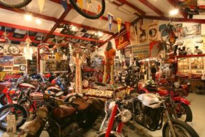 """Indian Motorcycle Museum Tony """"Indian"""" Leenes is één van de aanwezige musea in Drachten. Afbeelding: Indian Motorcycle Museum/Klassieker Drachten"""