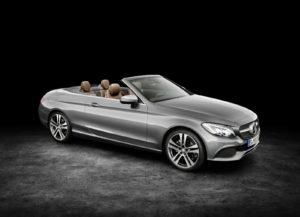 De rijke traditie van open auto's wordt door Mercedes Benz met verve voortgezet. Dit is de nieuwe C-Klasse cabriolet. Afbeelding: Daimler