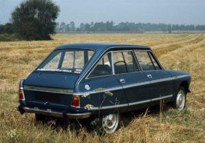 Mooie persfoto van de Ami Super. Dit is de Club uitvoering, onder meer herkenbaar aan de roestvrijstalen ruitomlijsting. Afbeelding: Citroën
