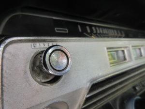 Mooi detail: de chromen wiperknop. Afbeelding: Erik van Putten