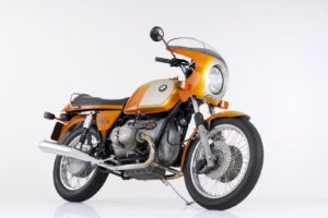 BMW is trots op haar motoren historie en neemt ook een R 90 S uit 1973 mee. Afbeelding: BMW