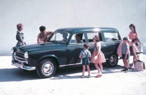 """In de prachtige uitzending van Andere Tijden """"Onder de Spaanse Zon"""" viel onze blik ook op prachtige klassiekers. De 403 Familiale van Peugeot is er één van. ©Peugeot"""