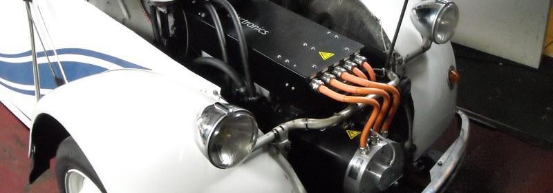 Traction Électrique is een samenwerkingsverband tussen ZEVparts (Leen de Bodt), 2CV-électrique (Ruben Stern) en Knooppunt Everdingen (Jos van Oosten). Gezamenlijk zijn de twee elektrische eenden ontwikkeld volgens de nieuwe regelgeving en bij de RDW in Lelystad ter keuring aangeboden als serie.