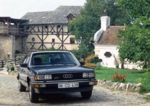 Het op de tweede generatie van de Audi 100 gebaseerde topmodel- de 200 uit het begin van de jaren tachtig- werd uitgerust met de vijfcilinder Turbomotor. Afbeelding: Audi