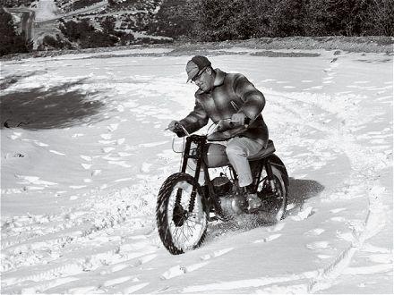 's Winters je motorrijbewijs halen.