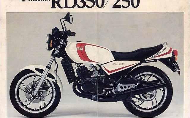 Vintage cars - Yamaha RD350 LC in Auto Motor Klassiek