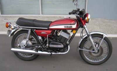 De Yamaha RD350. Een fel-serieuze tweetakt