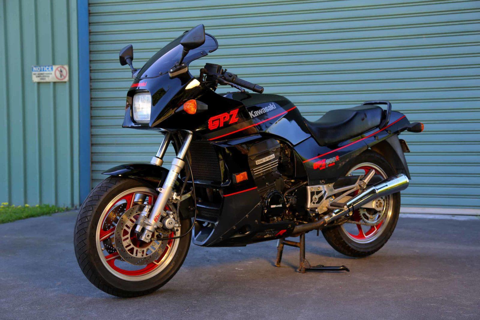 Kawasaki GPZ900 R
