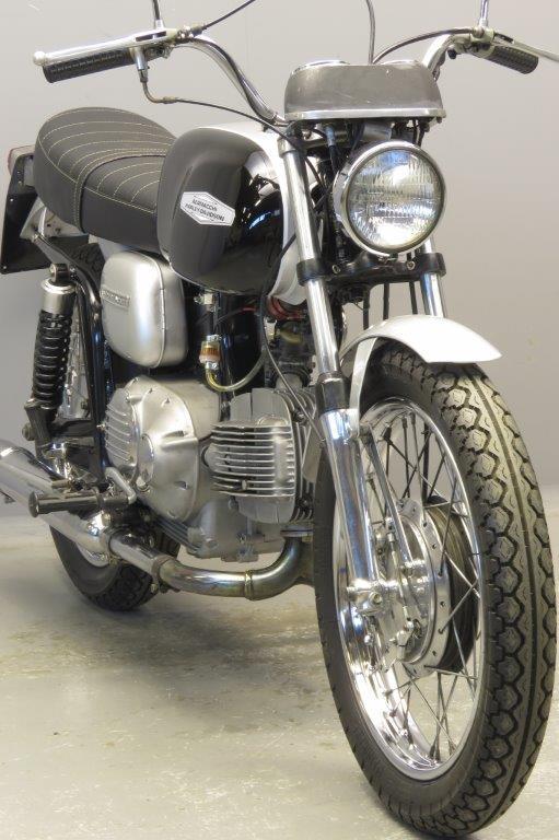 Aermacchi Harley-Davidson voorkant