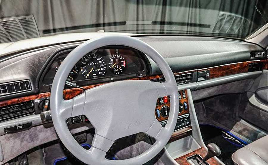 Mercedes-Benz 500SEC interieur