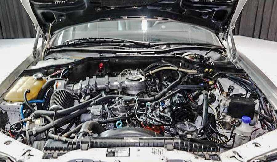 Mercedes-Benz 500SEC motor
