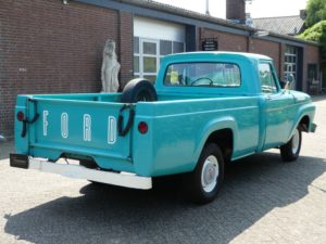 Amerikaanse pickups - Ford F100 pickup achterkant