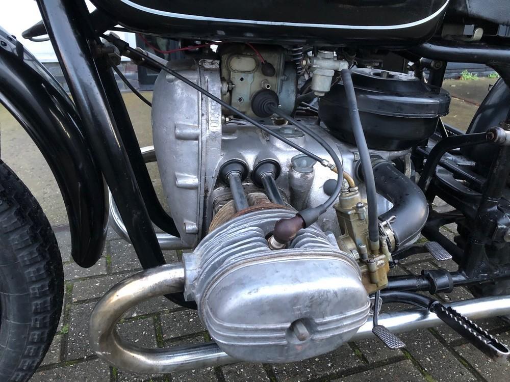Ural zijspancrosser motor