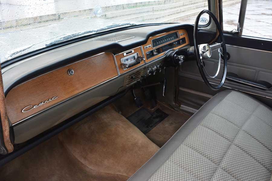 Nissan Cedric 1900 de Luxe interieur