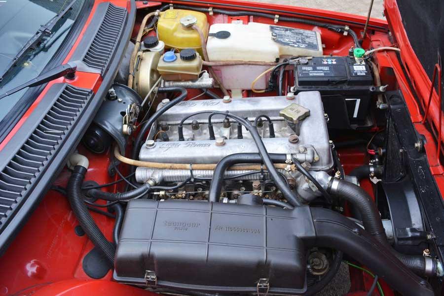 Alfa Romeo GTV 2.0 motorruimte