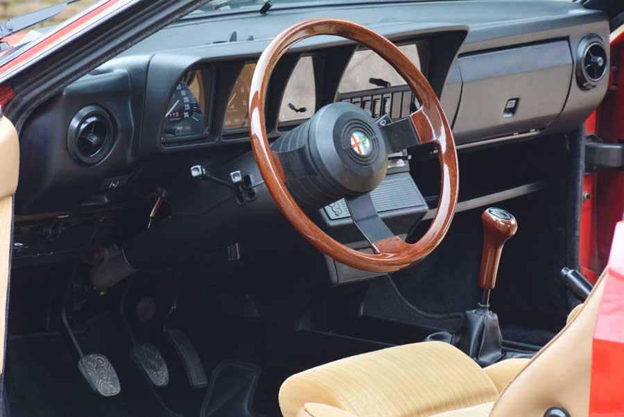 Alfa Romeo GTV 2.0 interieur