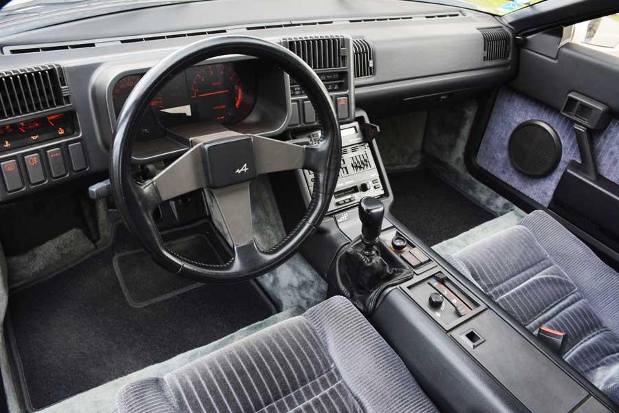 Alpine V6 Innenraum