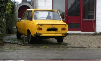 oldtimer parkeren aan de openbare weg