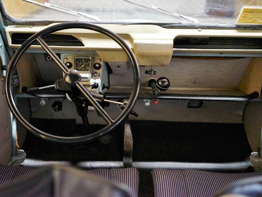 Citroën 2CV AZ interieur