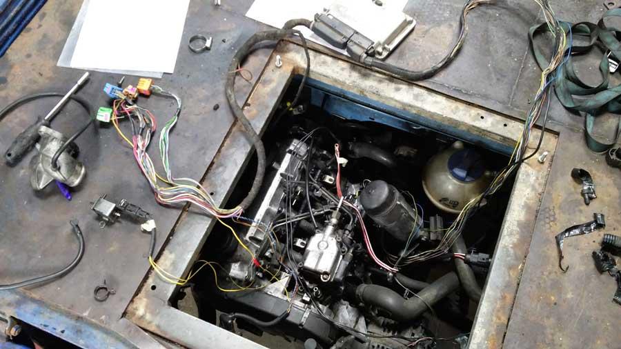 VW T3 De nieuwe motor heeft zijn weg in de T3 gevonden, de kabelboom is nagenoeg