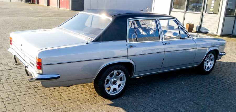 Opel Diplomat zijkant
