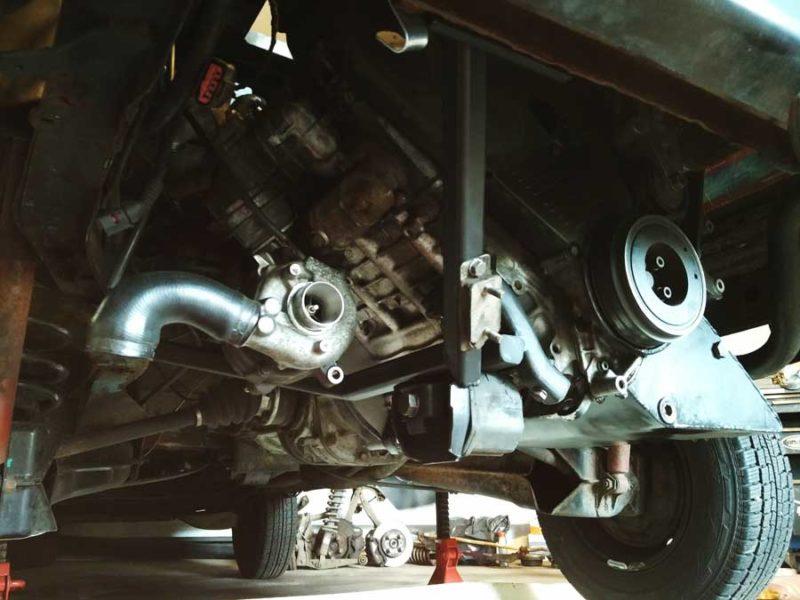 VW T3 Het nieuwe turboaggegraat is geplaatst, rechts de mooi afgewerkte behuizing voor andere mechanica