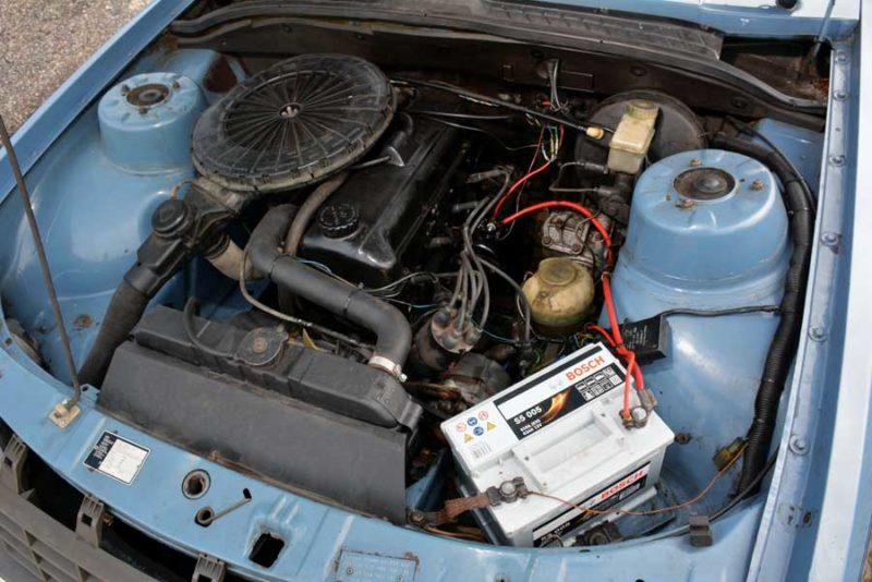 Opel Rekord E2 motor